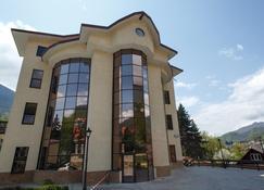 卡拉斯拉雅波利亚纳桥山酒店 - 卡拉斯拉雅波利亚纳 - 建筑