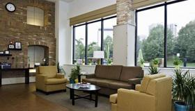 英纳哈波尔市中心司丽普旅馆&套房酒店 - 巴尔的摩 - 客厅