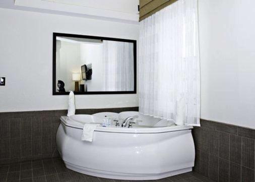 英纳哈波尔市中心司丽普旅馆&套房酒店 - 巴尔的摩 - 浴室
