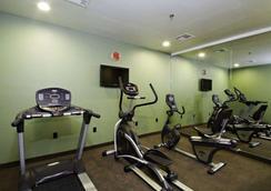 英纳哈波尔市中心司丽普旅馆&套房酒店 - 巴尔的摩 - 健身房