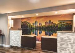 亚特兰大普瑞米特医疗中心拉金塔套房酒店 - 亚特兰大 - 大厅