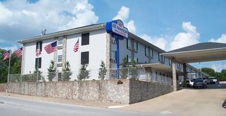 全美套房酒店 - 布兰森 - 建筑