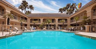 考派克里斯迪西北速8飯店 - 科珀斯克里斯蒂 - 游泳池