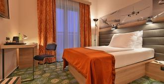 华美达布拉格机场酒店 - 布拉格 - 睡房