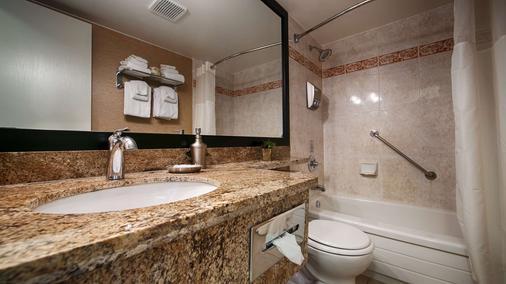 贝斯特韦斯特及内港酒店 - 维多利亚 - 浴室