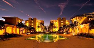 格雷斯湾托斯卡纳酒店 - 普罗维登西亚莱斯岛 - 游泳池