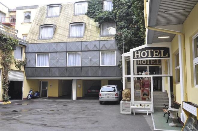 萨尔布吕肯城市酒店 - 萨尔布吕肯 - 露台