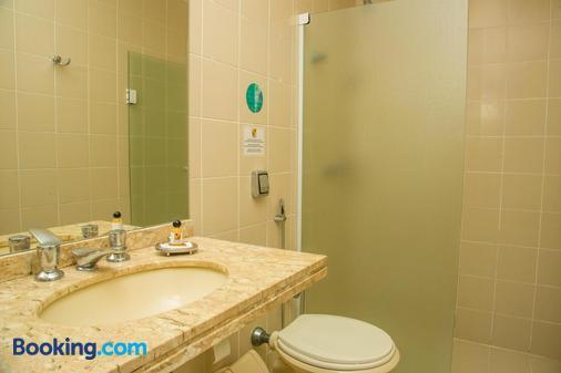 里奥布兰科公寓酒店 - 弗洛里亚诺波利斯 - 浴室