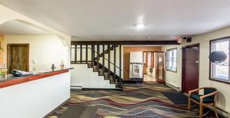 欧克莱尔苏格兰套房酒店 - 欧克莱尔 - 大厅