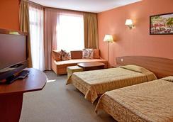 艾斯特里亚宫酒店 - 圣君士坦丁和海伦那 - 睡房