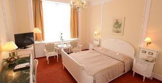 胡萨兹拉塔国宾酒店 - 布拉格 - 睡房