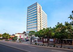 马纳罕索罗法维酒店 - 梭罗/苏腊卡尔塔 - 建筑
