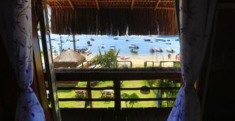 沙滩木屋旅馆及青年旅舍 - Vila do Abraao - 阳台