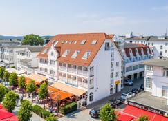 宾兹中央酒店 - 奥茨巴德宾兹 - 建筑