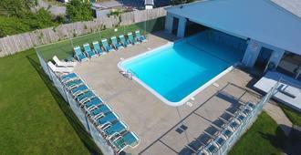 猎人绿酒店 - 鳕鱼角 - 西雅茅斯 - 游泳池