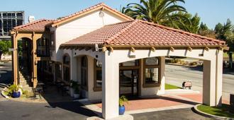 圣克拉拉硅谷贝斯特韦斯特普拉斯修尔住宿酒店 - 圣克拉拉