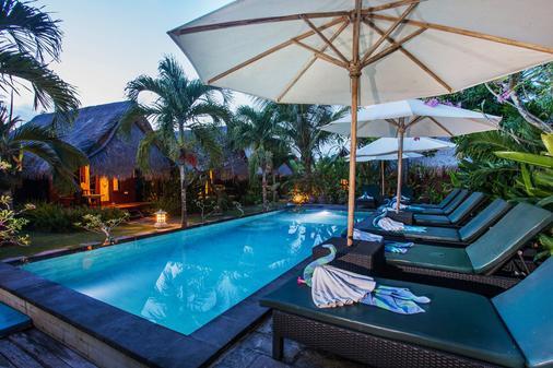 Ts蓝梦小屋旅馆 - 珀尼达岛 - 游泳池