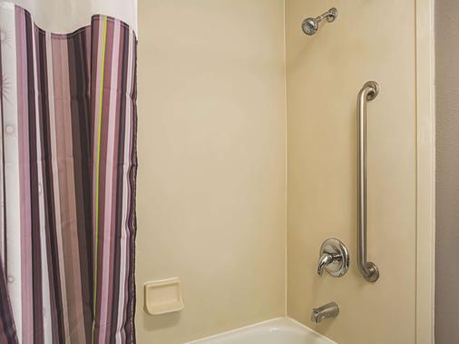 弗雷斯诺优胜美地拉坤塔酒店 - 弗雷斯诺 - 浴室