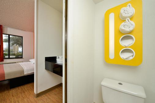 第6汽车旅馆普莱诺 - 普雷斯顿博尔特 - 普莱诺 - 浴室