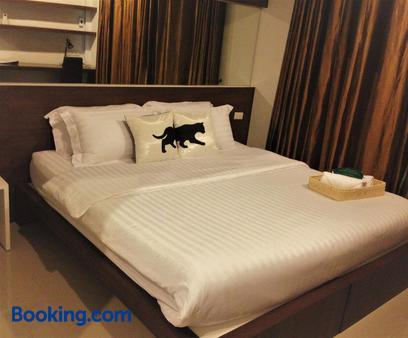 素理翁路-拍蓬街都市酒店 - 曼谷 - 睡房