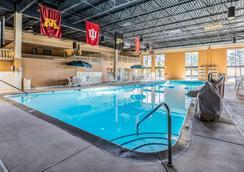 大学质量酒店 - 兰辛 - 游泳池