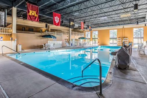 兰辛大学品质酒店 - 兰辛 - 游泳池