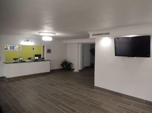 休士顿德克萨斯洲际机场南 6 号开放式公寓酒店 - 休斯顿 - 柜台