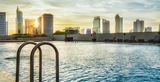 皇家库宁冈酒店 - 南雅加达 - 游泳池