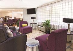 迈阿密机场东拉昆塔套房酒店 - 迈阿密 - 大厅