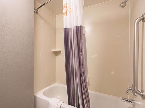 迈阿密机场东拉昆塔套房酒店 - 迈阿密 - 浴室