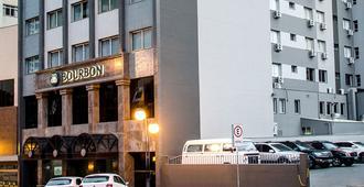 波旁隆德里纳商务酒店 - 隆德里纳