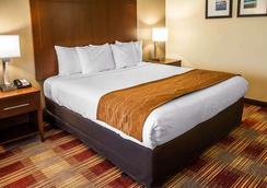 号角套房酒店 - 萨凡纳 - 睡房
