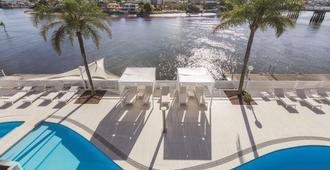 黄金海岸韦伯酒店 - 冲浪者天堂 - 游泳池