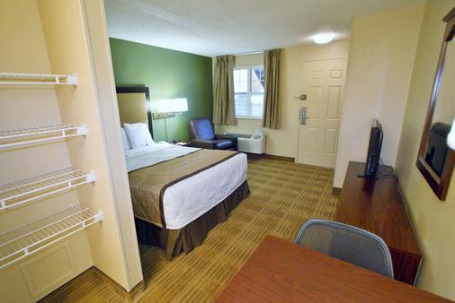 塔尔萨城中心美国长住酒店 - 图尔萨 - 睡房