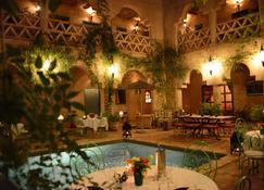 里亚德艾因卡德拉酒店 - 塔鲁丹特 - 睡房