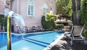 里米尼米尔顿酒店 - 里米尼 - 游泳池