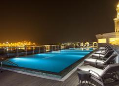 柯钦自然芬芳酒店-5星级酒店 - 科钦 - 游泳池