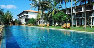 杰特威沙滩酒店 - 尼甘布 - 游泳池