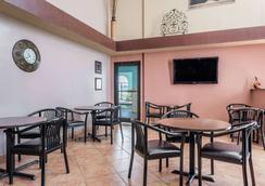 阿马里洛医学中心戴斯汽车旅馆 - 阿马里洛 - 餐馆