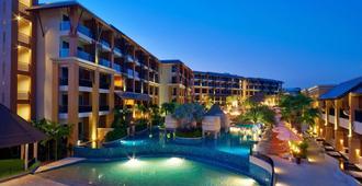 拉威棕榈滩度假酒店 - 拉威