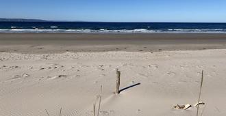 桑当之屋旅馆 - 奈恩 - 海滩