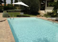 鲁蒂利亚诺旅馆 - 皮恩扎 - 游泳池