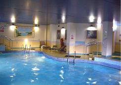 斯卡瑞斯布雷克酒店 - 绍斯波特 - 游泳池