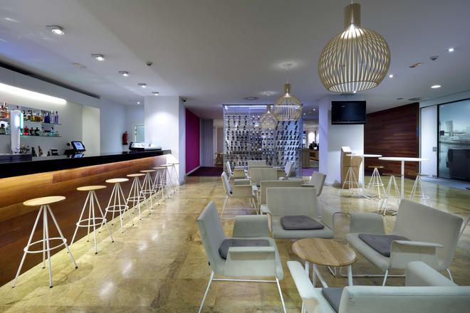 巴塞罗毕尔巴鄂奈维翁酒店 - 毕尔巴鄂 - 酒吧