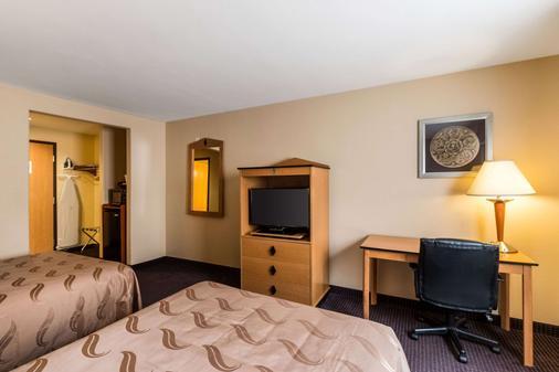 品质酒店 - 基林地方机场 - 睡房