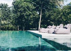 隐秘餐厅度假村 - 拉廊 - 游泳池