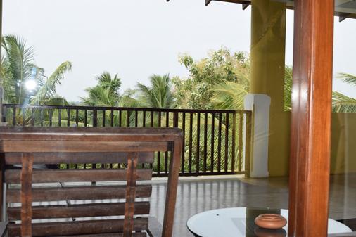 椰子花园餐厅酒店 - 蒂瑟默哈拉默 - 阳台