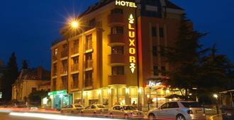 卢克索酒店 - 布尔加斯