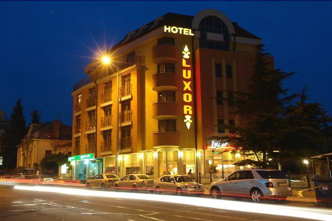 卢克索酒店 - 布尔加斯 - 建筑