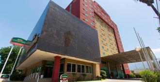 蒙特雷圣赫罗尼莫万怡酒店 - 蒙特雷 - 建筑